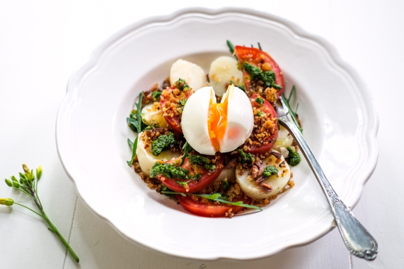 New potato, tomato salad with herb oil and crisp breadcrumbs-3